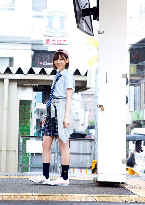 Magazine : ( [Young Magazine] - 2017 / N°34 - Aya Asahina & Manaka Shida Staring )