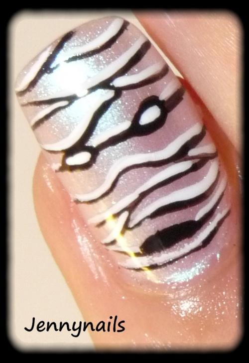 - Nail art - Une momie & un chat...