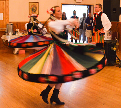 dance ballet folklore polka polish dancers