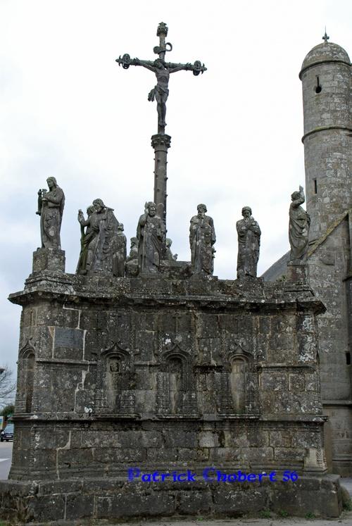 Eglise et calvaire de Confort Meilars