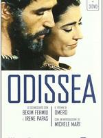 """L'Odyssée (1968) : Ulysse, roi d'Ithaque, parti pour la guerre de Troie, est absent depuis 20 ans. Son épouse Pénélope est courtisée par un groupe de princes, les """"prétendants"""", qui occupent la maison d'Ulysse qu'ils tiennent pour mort, et y dévorent ses biens. Favorables à Ulysse, à l'exception de Poséidon, les dieux tiennent conseil et décident de son retour. La déesse Athéna se rend à Ithaque sous les traits d'un voyageur pour encourager Télémaque, le fils d'Ulysse, resté sous la tutelle de son vieux précepteur Mentor, et jusqu'alors écarté de la vie du palais par les prétendants. Sur les conseils d'Athéna, Télémaque convoque l'assemblée d'Ithaque pour dénoncer les méfaits des prétendants, puis part en secret à la recherche de son père. ... ----- ...  Langue du Film: Français Diffusion d'origine: 1968 Nationalité: Italie, France, Allemagne Genre: Aventure / mythologie Avec: Bekim Fehmiu, Irène Papas"""