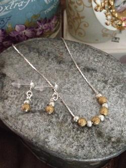 Tendance résine et perles : les colliers