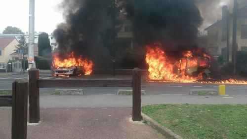 Heureux comme un incendiaire de policier en France !