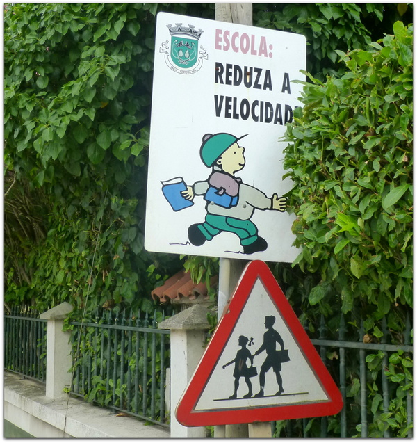 -Attention!!! A les z'enfants...