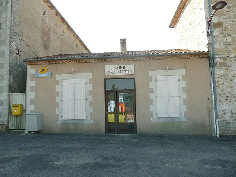 Eymouthiers mairie.JPG
