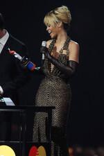Plus de photos de Rihanna remportant son trophée !
