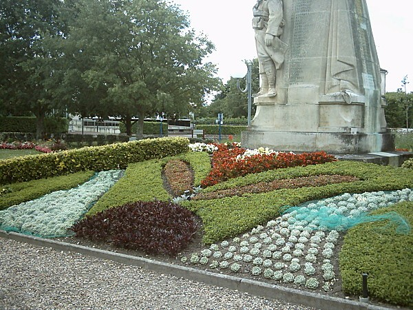 magnifique-massif-statue11906.jpg