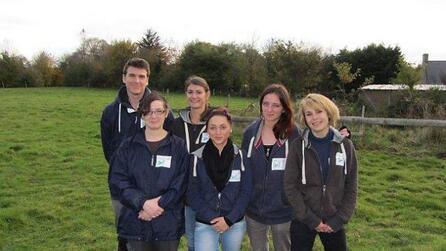 Nicolas, stagiaire, et les services civiques, Estelle, Marine, Léa, Marjorie  et Typhanie.