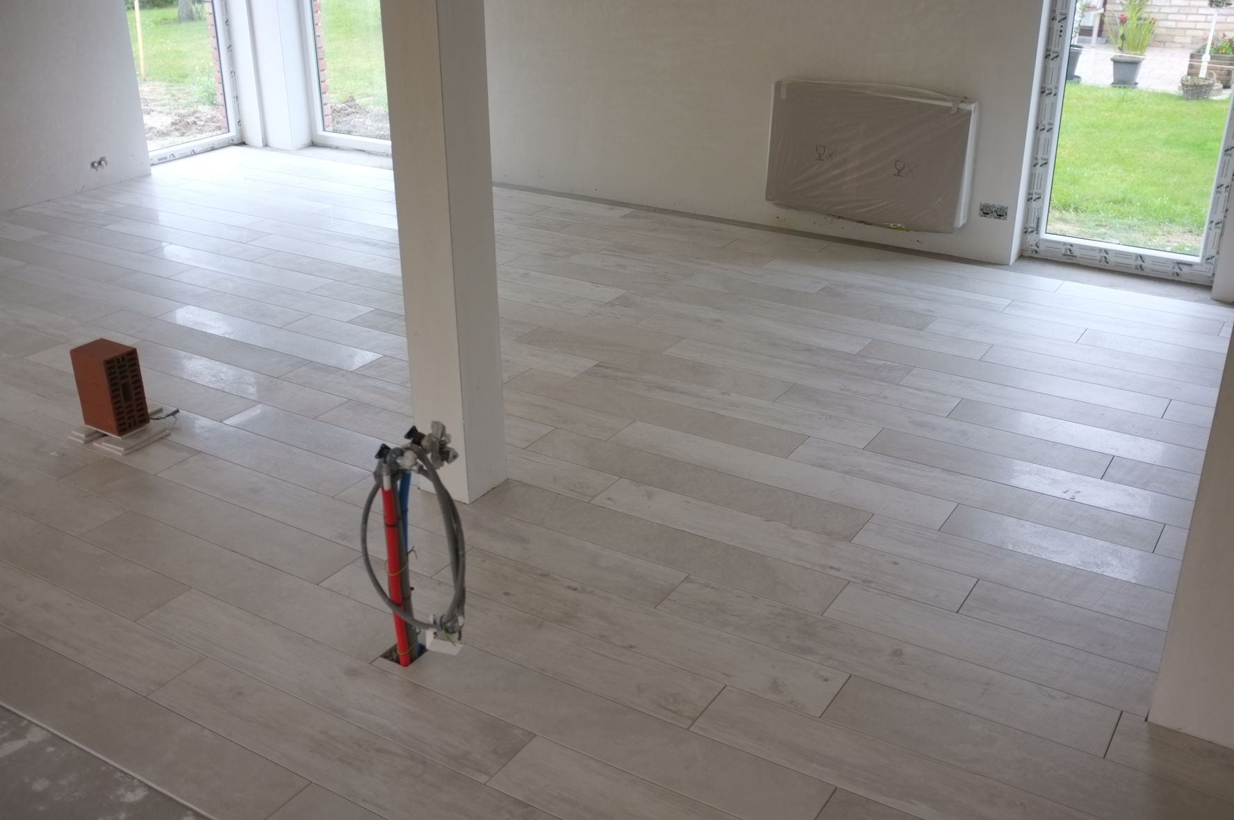 Le carrelage construction d 39 une maison thomas et piron - Pose carrelage imitation parquet ...