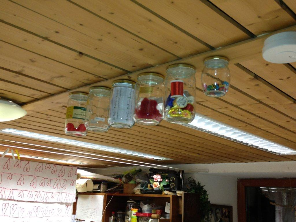 Rangement en dessous du plafond