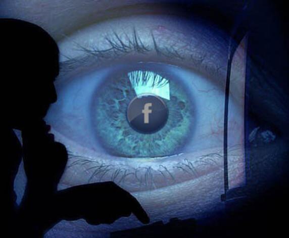 Facebook active la caméra et le micro des iPhone en permanence