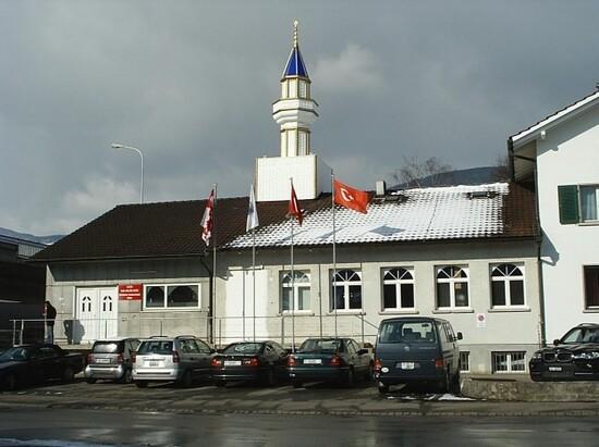 Les minarets sont interdits par la constitution depuis 2009, la majorité des personnes ayant voté pour cette interdiction.