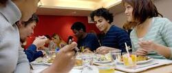 Wolu1200 : UCL 2.000 repas chaque jour, à base de produits frais, belges et élaborées par une nutritionniste