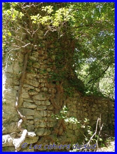 Bonnieux, les pierres sèches