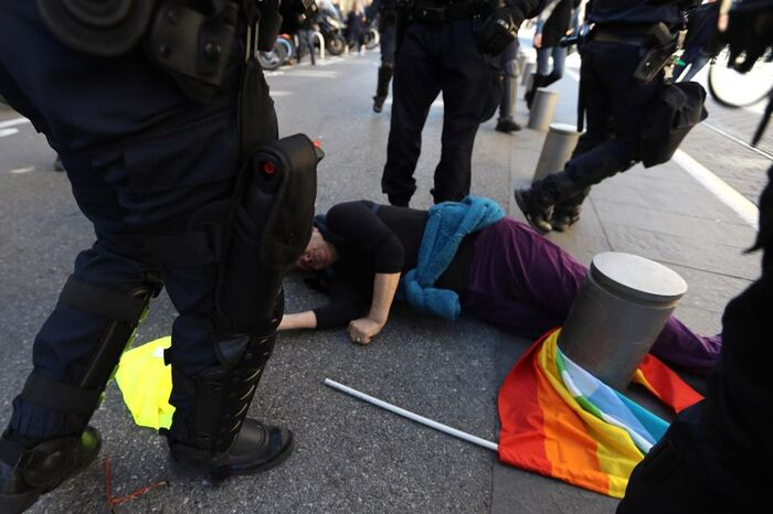 « Nous avons plus de 70 ans et nous ne voulons plus avoir peur de manifester sous la présidence d'Emmanuel Macron ! »