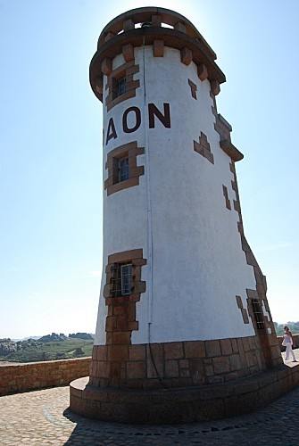 Ile-de-Brehat---Le-phare-du-Paon.jpg