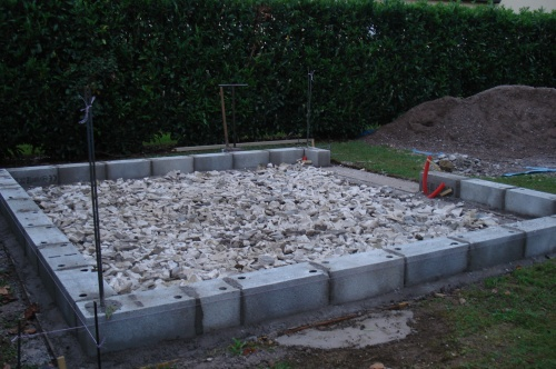 La chape de l 39 abri de jardin construction d 39 un abri de for Construction garage parpaing plan