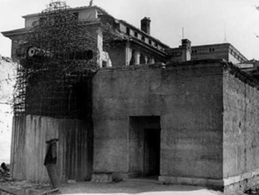 Mai 1945... Y a-t-il eu, oui ou non, mise en scène dans le bunker assiégé ?
