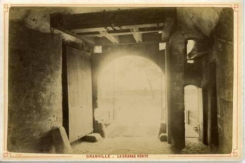 Neurdein, frères. – Granville – La grande porte.