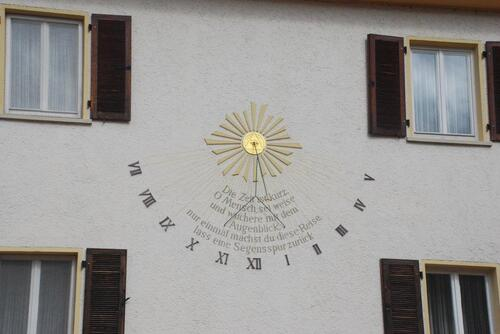 malgré le peu de soleil on peut lire l'heure...