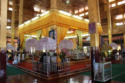 la pagode Phaung Daw Oo (lac Inle)