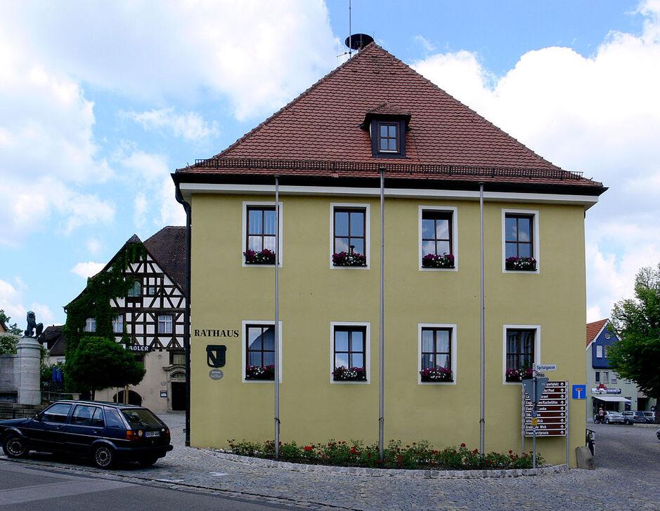 Heilsbronn Rathaus.jpg
