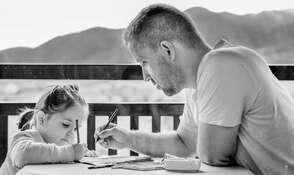 La recommandation des chercheurs des Instituts nationaux américains de la santé pour les parents : « Vos enfants ont plus besoin d'attention que d'applications. » © ddimitrova, Pixabay, CC0 Creative Commons