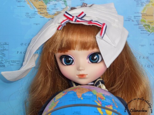 A map, a globe and a pullip?