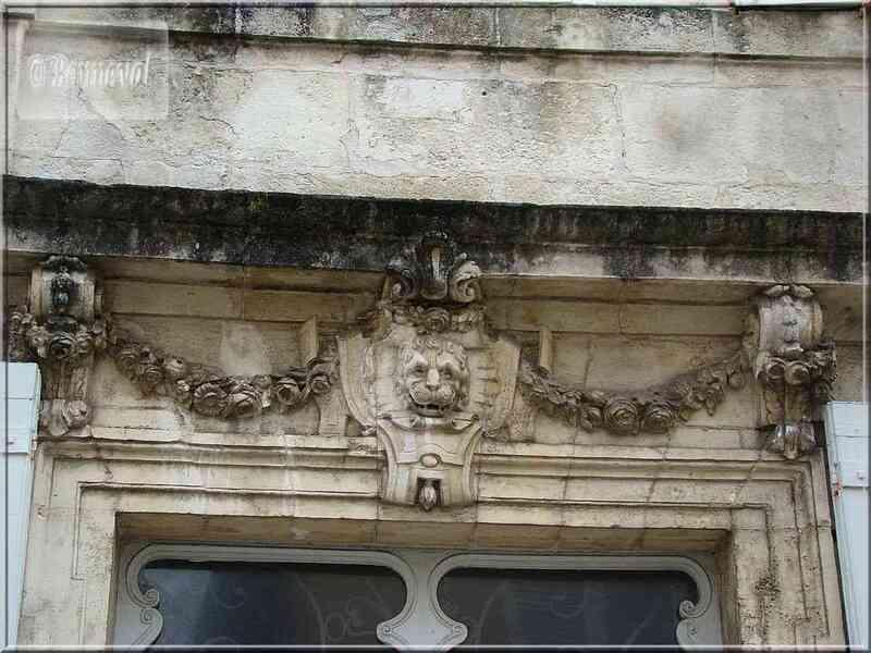 La Rochelle rue de l'Escale ornement de porte