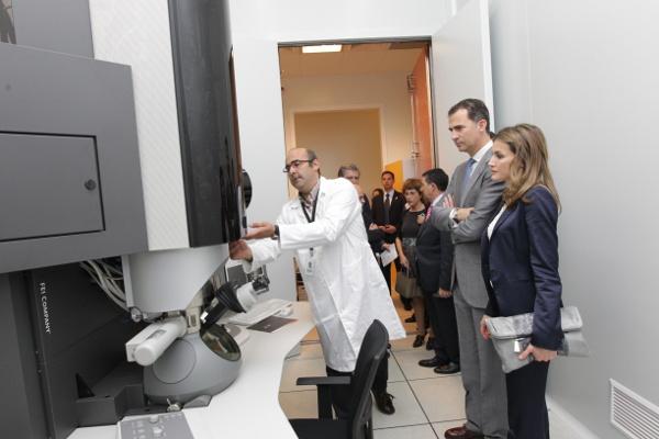 Felipe et Letizia au laboratoire