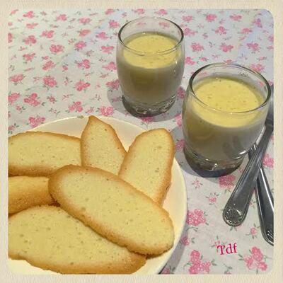 Langue de chat et petite crème au lait d'amande vanillé