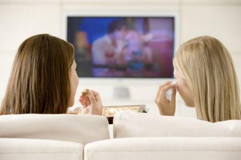amies devant la télé