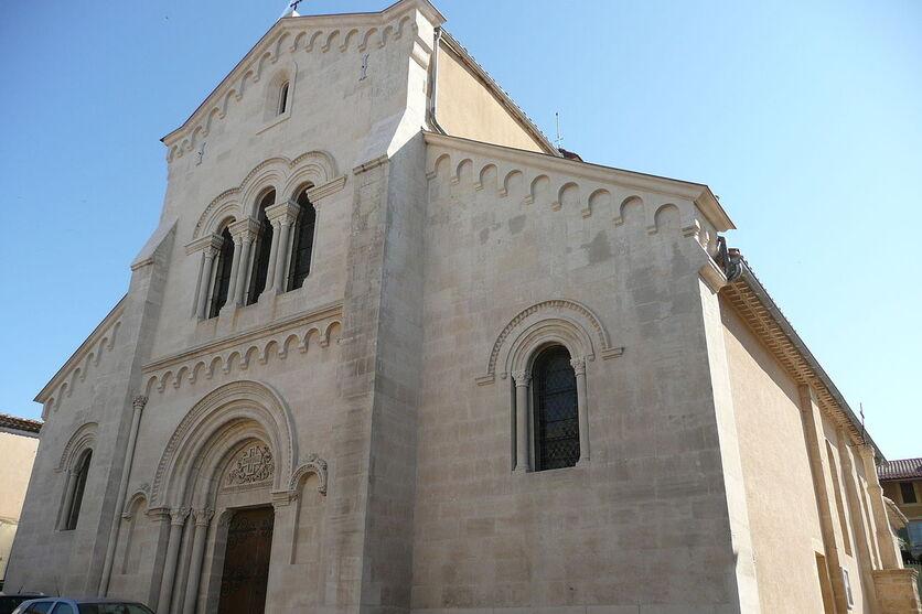 Eglise à Saint-Geniès-de-Comolas.JPG