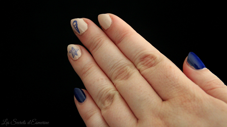 Nail art Marin - stamping bleu & beige