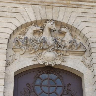 Chantilly : les grandes écuries et le musée vivant du cheval...