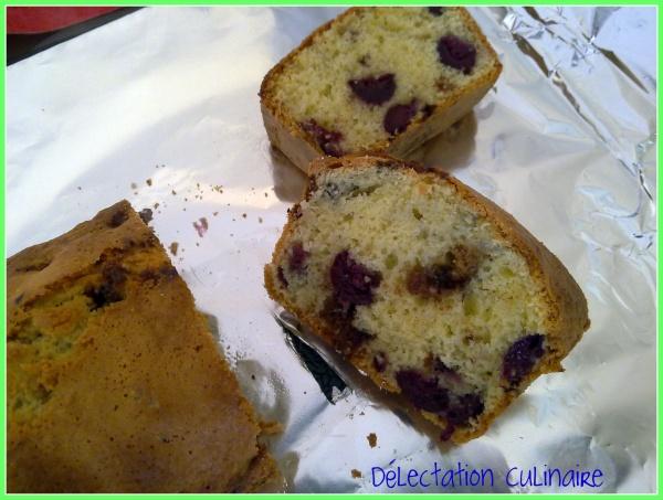 Cake aux cerises du jardin, amandes et Kinder Délice