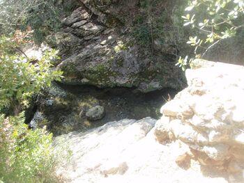 Ruines de la pile rive gauche du Pont du Diable