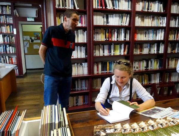 Pascaline Kromicheff a dédicacé son livre à la bibliothèque Municipale
