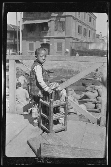 Talley Keeper. China, Shanghai, 1917-1919. (Photo by Sidney David Gamble)