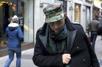De retour, Bono soigne son bras blessé