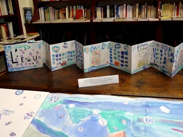 Le thème de l'eau a inspiré les enfants des écoles de Châtillon, sous la direction de l'artiste Marige Ott....