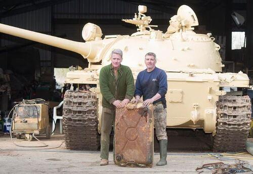 un collectionneur trouve 25 kilos d'or dans un char d'assaut