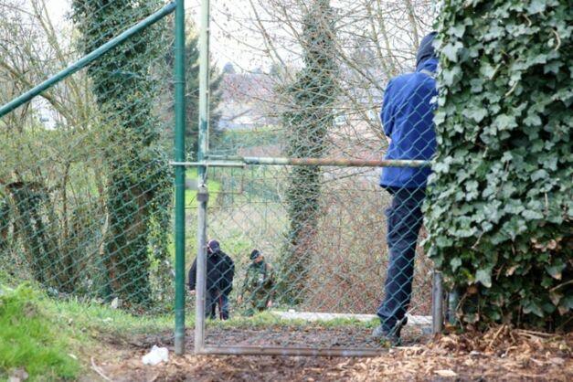 Policiers et soldats en opération le 31 mars 2016 près de Courtrai en Belgique