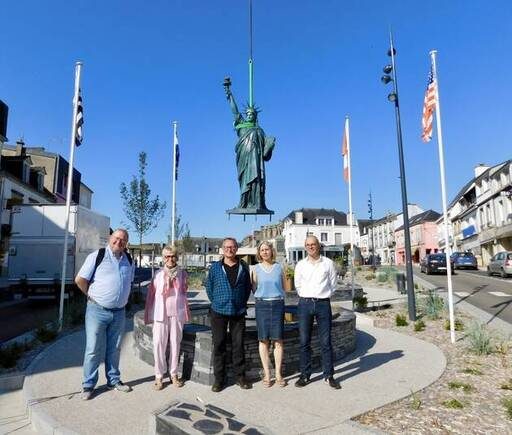 Jean-François Baudet, Christiane Jamet, Pierre-Marie Quesseveur, de Bretagne TransAmerica, Catherine Henry, première adjointe et David Le Solliec, ancien maire, étaient très heureux d'accueillir la nouvelle statue de la Liberté, mercredi 24juin 2020. Un projet qu'ils ont porté depuis un an.
