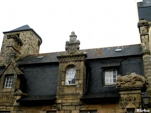 Portes et fenêtres à Roscoff.