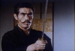 L'acteurHashimoto Chikara, dit aussiHashimoto Riki, s'est éteint le 11 octobre 2017. D'abord joueur de baseball,Hashimoto Rikia débuté sa carrière dans les années 1960. C'est lui qui interprète la statuette de pierre géante dansMajinet ses suites en 1966.Il obtient son 2e grand rôle en 1972 en travaillant aux côtés deBruce LeedansLa Fureur de vaincre. Agé de 83 ans, il s'est éteint après une lutte acharnée contre un cancer du poumon.