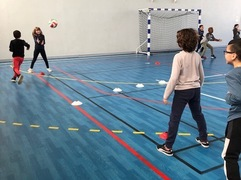 Petite séance de Volley ball avec les CM1 c !