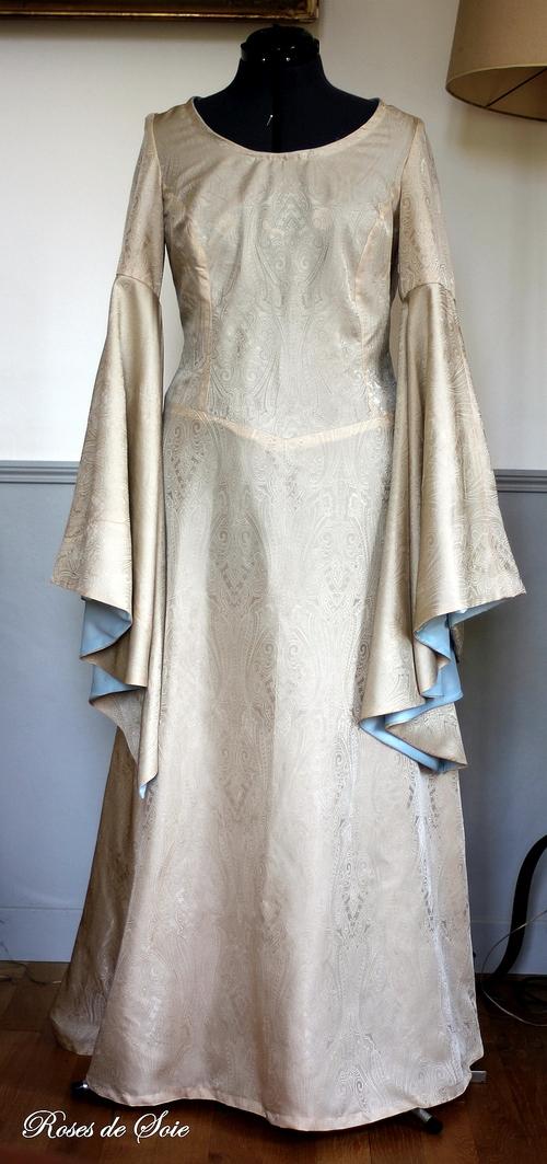 Robe médiévale crème et bleu