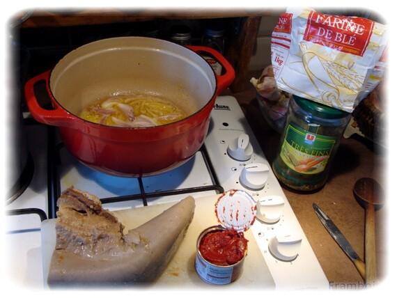 Langue de boeuf à la tomate et cornichons