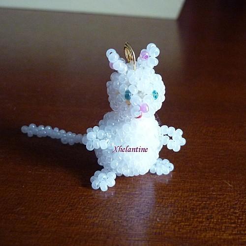 petit chat blanc en perles 4